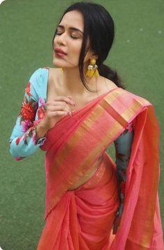 45 Latest Plain saree with Designer Blouse Ideas Saree Blouse Patterns, Saree Blouse Designs, Peach Saree, Blue Saree, Saree Jewellery, Silver Jewellery, Saree Poses, Simple Sarees, Indian Outfits