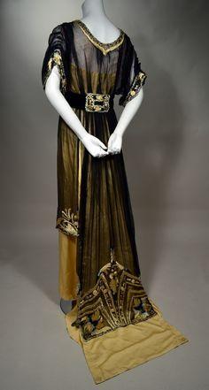 Gorgeous Gown (back) - RP Vintage 1900s Fashion, Edwardian Fashion, Vintage Fashion, Vintage Gowns, Mode Vintage, Vintage Outfits, Edwardian Costumes, Edwardian Dress, Edwardian Era