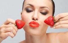 Strawberry Facial Mask Recipe perfectly softens and moisturizes the skin, has antiseptic, purifying and astringent, gives it freshness and elasticity. Face Care, Skin Care, Morning Makeup, Face Wrinkles, Plant Based Nutrition, Vegan Beauty, Radiant Skin, Makeup Routine, Greek Recipes