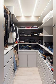 Šatna Closet, Home Decor, Homemade Home Decor, Closets, Cabinet, Interior Design, Home Interiors, Decoration Home, Closet Built Ins