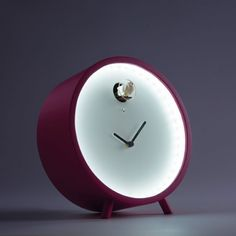 Plex Led is a cuckoo clock of minimalist inspiration. A lamp and a cuckoo clock at once.