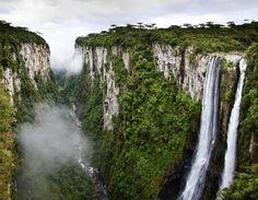 Não é novidade o quanto gosto de viajar embora de um tempo para cá tenha viajado pouco. Pela extensão do Brasil, quase ...