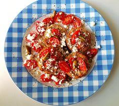 Κριθαρένια Παξιμάδια με Ντοματίνια Vegetables, Food, Veggies, Vegetable Recipes, Meals, Yemek, Eten