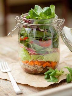 Salate im Glas zubereiten