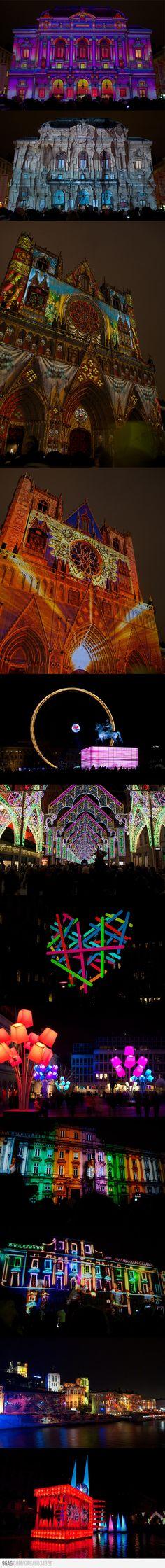 Festival of Lights 2012 in Lyon, France Espectacular vista del teatro Les Celestines, la catedral de San Juan, el Hotel d' Ville y el río Saone