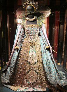 Costumes Dame Judi Dench as Queen Elizabeth I Shakespeare in love