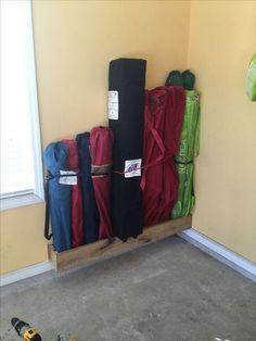 101 Garage Organization Ideas That Will Save You Space! 101 Garage Organization Ideas That Will Save You Space! Garage Shed, Garage Tools, Garage House, Garage Workshop, Garage Workbench, Workbench Plans, Clean Garage, Workshop Layout, Garage Office