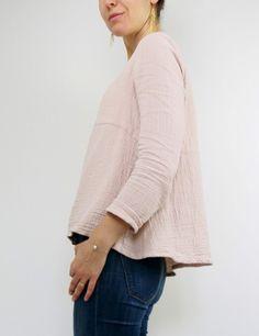 Blouse Zéphir réalisée dans une double gaze rose nude France Duval Stalla, vue de profil