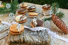 Špaldové medové perníčky - Nelkafood s lásou k pečeniu Camembert Cheese, Dairy, Table Decorations, Food, Essen, Meals, Yemek, Dinner Table Decorations, Eten