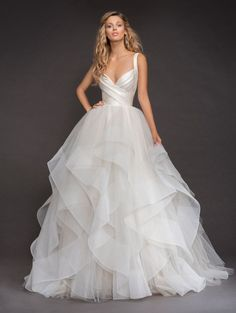 Drop-dead Gorgeous Spring 2018 Hayley Paige Wedding Dresses You can always count on Hayley Paige to provide stellar wedding dress inspiration! These Spring 2018 Hayley Paige wedding dresses are full of the show stopping glamour that every bride dreams of. Wedding Dress Sizes, Dream Wedding Dresses, Bridal Dresses, Hailey Page Wedding Dress, Event Dresses, Dresses Dresses, Wedding Skirt, Ball Gown Wedding Dresses, Dresses 2016