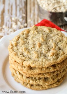 A delicious twist on the classic oatmeal cookie! These Oatmeal Coconut Cookies are so soft, chewy, tasty - it's impossible to only eat one! These coconut cookies are so simple and easy to make, you'll… Oatmeal Coconut Cookies, Oatmeal Cookie Recipes, Köstliche Desserts, Delicious Desserts, Dessert Recipes, Yummy Recipes, Recipies, Cookies Et Biscuits, Chip Cookies