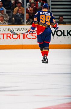 Wayne Gretzky of the St Louis Blues in action against the San Jose Sharks at the San Jose Arena on March 15 1996 in San Jose California Hockey Pictures, Hockey World, Wayne Gretzky, Pittsburgh Penguins Hockey, Hockey Players, Hockey Logos, St Louis Blues, San Jose Sharks, Vancouver Canucks