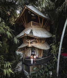 48 Wonderful Tiny House Design Ideas To Live In Nature – Tree House Ideas Beautiful Tree Houses, Cool Tree Houses, Amazing Houses, Tree House Designs, Tiny House Design, Affordable Honeymoon, Honeymoon Ideas, Bamboo House, Unusual Homes