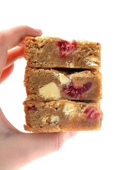 Oh my word! These are the best blondies I've ever had! They're perfectly buttery w/ plenty of brown sugar & stuffed w/ white chocolate & raspberries. Brownie Recipes, Cake Recipes, Dessert Recipes, Recipes Dinner, Cupcakes, White Chocolate Blondies, White Chocolate Rocky Road, Chocolate Chips, Vegetarian Chocolate