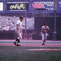 """""""""""Old Days""""Mickey Mantle Leads off and Brooks Robinson holds his ground during a 1968 Orioles-Yankee game at Yankee Stadium. Yankees Pictures, Baseball Pictures, New York Yankees Baseball, Ny Yankees, Damn Yankees, Football, Baseball Players, Baseball Field, Baseball Art"""
