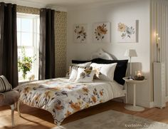 Striking #bed linen set with golden caramel and orange floral hues.