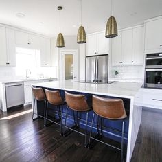 Granite Liquidators is a Denver wholesale granite, quartzite and marble slab supplier and we have helped people all over get unbeatable prices on countertops. Table Reglable, Home Gym Flooring, Quartzite Countertops, Granite, Rubber Tiles, Cuir Vintage, Metal Stool, Best Home Gym, Chaise Bar