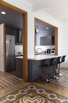 Could be a good option to keeping structure, but opening up doorways, and adding in the island. Open Plan Kitchen Living Room, Kitchen Room Design, Modern Kitchen Design, Home Decor Kitchen, Kitchen Layout, Kitchen Interior, Home Kitchens, Semi Open Kitchen, Küchen Design