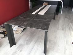 TAVOLE ceramic top extendable dining table. Striped ceramic luna and pizarra top with pizarra ceramic extensions. Delivered to our client in London. Other sizes, colours, and materials available online.