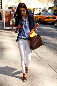 Tu hésites à porter des jeans blancs ? Voici 3 astuces et tout pleins d'idées et de looks pour avantager ta silhouette et assumer totalement ton jeans (ou pantalon) blanc.