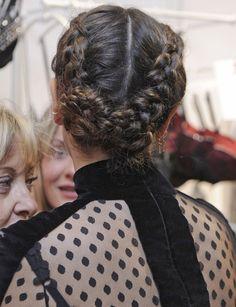 Blanca Suárez http://www.marie-claire.es/belleza/peinados/fotos/ideas-para-peinarte-con-trenza-en-una-boda/blanca-suarez-5