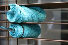 It's easy to clean your wood blinds without breaking them if you have the right tools. These tips will take the pain out of getting all of your blinds clean. Cleaning Your Dishwasher, Household Cleaning Tips, House Cleaning Tips, Deep Cleaning, Cleaning Hacks, Cleaning Solutions, Cleaning Recipes, Spring Cleaning, Cleaning Wood Blinds