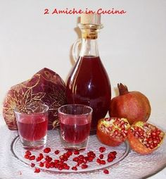 2 Friends in the Kitchen: Pomegranate Liqueur Homemade Juice Recipe, Homemade Liquor, Pomegranate Liqueur, Romanian Food, Beautiful Fruits, Limoncello, Latte, What To Cook, Detox Drinks