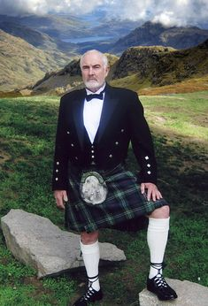 Sean Connery in a kilt. like he is a kilt god. Sean Connery, Beautiful Men, Beautiful People, Scottish Man, Scottish Kilts, Scottish Dress, Scottish Clothing, Scottish Actors, Mode Steampunk