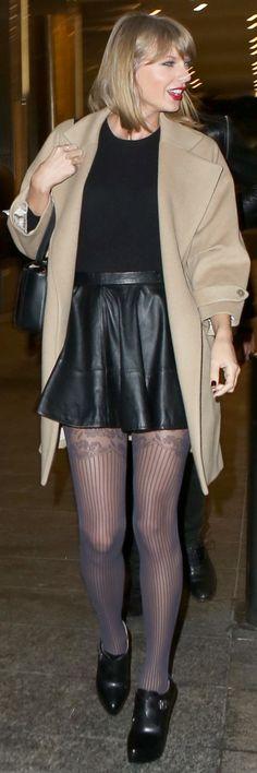 Taylor Swift cute leather skirtt. Taylor Swift Cute, Taylor Swift Legs, Taylor Swift Pictures, Sexy Skirt, Dress Skirt, Fashion Pictures, Trending Memes, Leather Skirt, Street Style