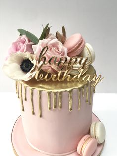 Beautiful, feminine pink, white and gold drip birthday cake finished with fresh flowers and macarons Golden Birthday Cakes, White Birthday Cakes, Elegant Birthday Cakes, Birthday Wishes Cake, Birthday Cake With Flowers, 21st Birthday Cakes, Beautiful Birthday Cakes, Birthday Cakes For Women, Beautiful Cakes