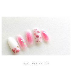 「〝春らしさ〟は指先から取り入れて♡押し花ネイルのふわん儚げデザインカタログ」に含まれるinstagramの画像|MERY [メリー]