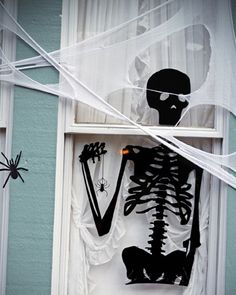 Halloween decorating: HOW TO... DECORATE A SPOOKY HOME