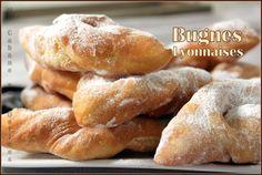 la bugne lyonnaise est une gourmandise, spécialité de Lyon et sa région. Moelleuse et gonflées, les bugnes sont préparées pour mardi gras et son carnaval Cinnabon, Beignets, Churros, Beste Burger, Carnival Food, Apple Fritters, Yummy Food, Tasty, Burger Buns