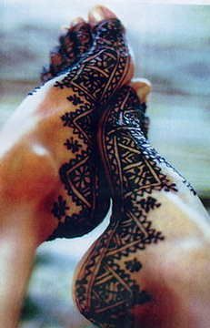 ❤ love this and would like to try it one day...Tatouage au henné marocain...