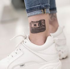 Tattoo trends 2019 will be the most blazing and the most flexible. Browse for the best tattoos ideas for men and women along with good adv. Unique Tattoos For Men, Tattoos For Guys, Cool Tattoos, Tatoos, Samourai Tattoo, Tattoo Quotes For Men, Tattoo Spirit, Tattoo Flash Art, Tattoo Magazines