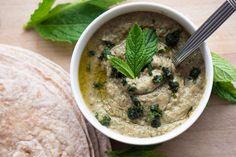 Baba Ganoush - Auberginedip til pålæg Lebanese Baba Ganoush Recipe, Best Baba Ganoush Recipe, Eggplant Dip Recipes, Roasted Eggplant Dip, Vegan Vegetarian, Vegetarian Recipes, Cooking Recipes, Turkish Recipes, Kuchen
