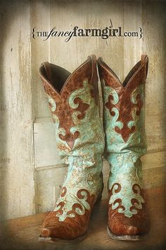 Step outside in unprecedented style when wearing these women's cowboy boots. Impress your friends, family and strangers with the highly unique brown and turquoise color pattern on the front, side and