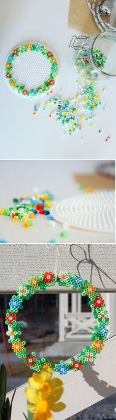 Hamakranssi. lasten | askartelu | pääsiäinen | käsityöt | koti | hamahelmi | hamahelmet | DIY ideas | kid crafts | Easter | home | crafts | hama beads | Pikku Kakkonen