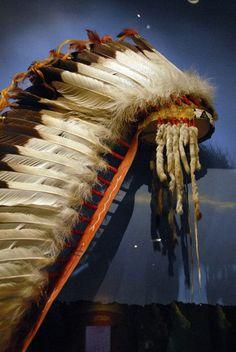 Sioux Headdress Oglala Lakota (Sioux) eagle feather headdress, ca 1880                                                                                                                                                      Mehr