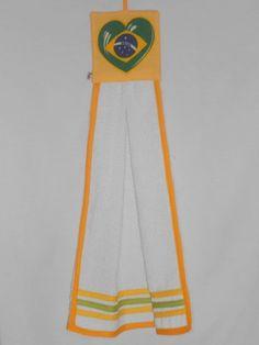 Bate Mão composto por tecido de toalha e tecido de algodão com patch-apliquê. R$ 17,00