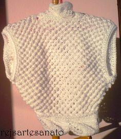 Bolero Feito à mão tricô. R$85,00