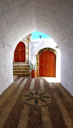 Lindos, Rhodes, Greece| http://www.greeceviewer.com/odigos/en/Rhodes%20city