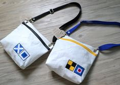 Articles similaires à Pavillon nautique voile ANEW Ditty Bag sur Etsy Nautical Flags, Go Bags, Sailing Outfit, Little Bag, Vintage Bags, Fashion Bags, Diaper Bag, Pouch, Scrappy Quilts