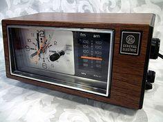 Sold Vintage GE General Electric Clock Radio Model 7-4550C