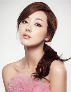 Yi-hyeon So, korean beauty Young And Beautiful, Beautiful Asian Women, Most Beautiful, Korean Beauty, Asian Beauty, Asian Woman, Asian Girl, Skin Clinic, Brown Eyed Girls