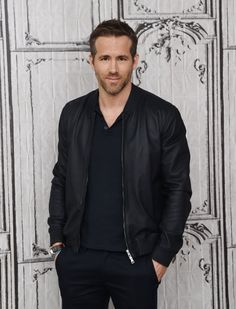 Pin for Later: 31 Drop-Dead Sexy Ryan Reynolds Snaps That Will Make You Feel Faint