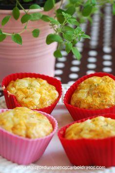 """Muffins salgados com recheios simples e gostosos – O """"low-carb"""" perfeito quando precisa comer no caminho   Mais gordura, menos carboidratos!"""
