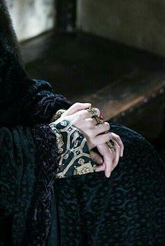 The queen is waiting Story Inspiration, Writing Inspiration, Character Inspiration, Fantasy Inspiration, Catelyn Stark, Richard Jenkins, Yennefer Of Vengerberg, Medieval Fantasy, Dark Fantasy