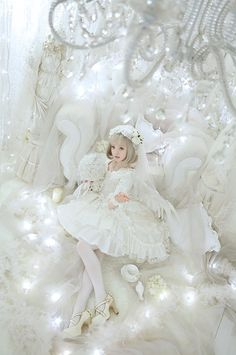 Lolita style in white. Harajuku Fashion, Kawaii Fashion, Lolita Fashion, Cute Fashion, Asian Fashion, Emo Fashion, Gothic Fashion, Estilo Lolita, Mode Mori