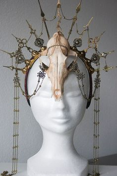 Steampunk skull headpiece by Fairytas on Etsy, & Larp, Steampunk Accessoires, Diy Crown, Cosplay Diy, Circlet, Jolie Photo, Animal Skulls, Costume Makeup, Headgear
